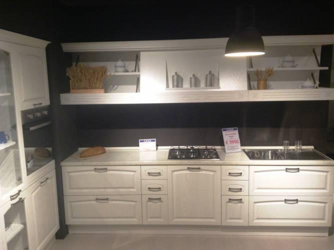 Negozio cucine roma vendita cucine e armadi roma cucine moderne cucine classiche cucine in muratura for Cucine classiche in offerta
